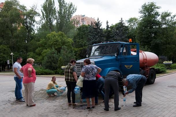 Жизнь с сепаратистами ЛНР: Вода из лужи, обед на костре
