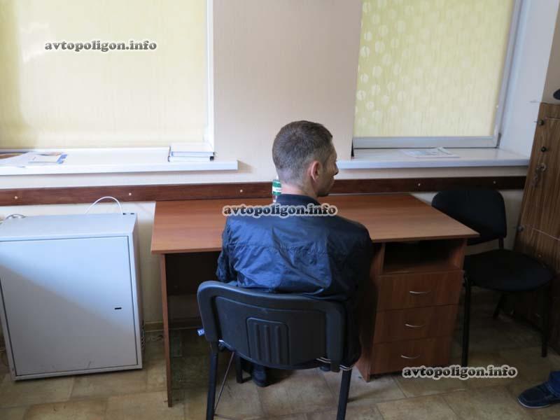 В Киеве задержали водителя на модном угнанном внедорожнике