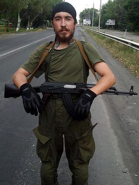 Русский наемник одел семью в вещи со сбитого Boeing (ВИДЕО)