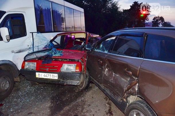 В Полтаве: внедорожник протаранил три авто (ФОТО, ВИДЕО)