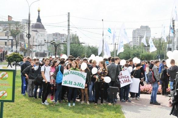 В Николаеве митинговали за мир в Украине (ФОТО)