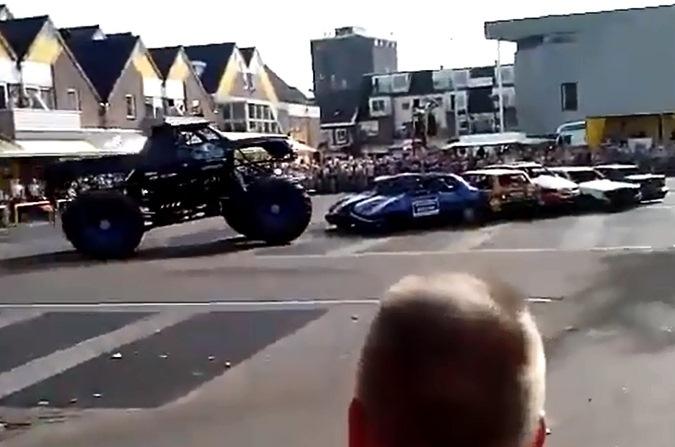 На шоу в Нидерландах огромный пикап въехал в зрителей. ВИДЕО