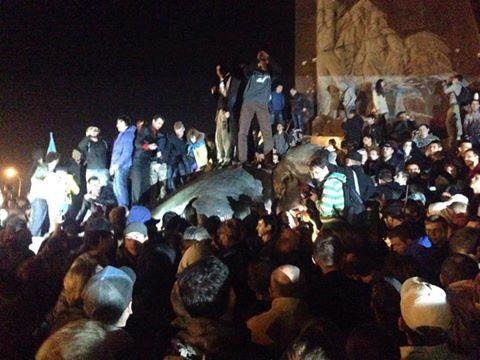 В Харькове все-таки снесли памятник Ленину (ФОТО, ВИДЕО)