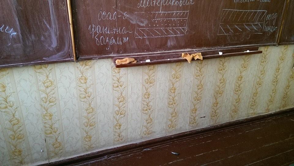 ФОТО:Боевики ЛНР обстреляли школу в Счастье во время занятий