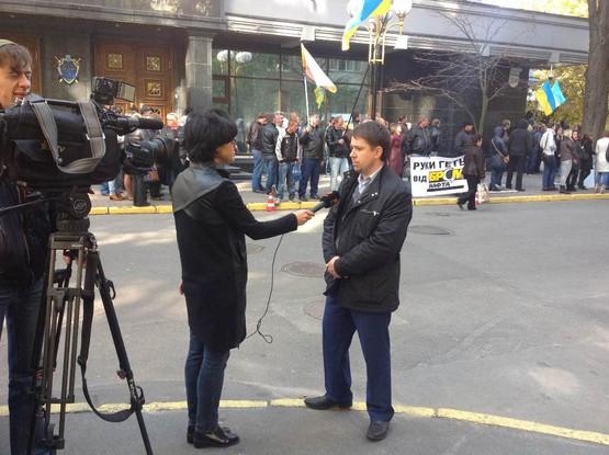 """Работники """"БРСМ-Нафты"""" устроили пикет под ГПУ (ФОТО)"""