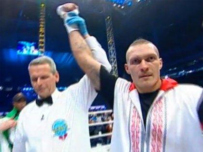 Усик завоевал пояс Интерконтинентального чемпиона WBO. ВИДЕО