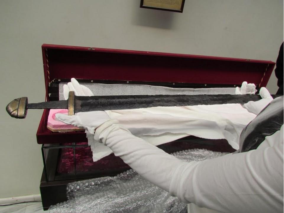 В Харькове представили меч князя Святослава
