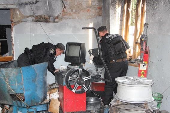 В Чернигове на СТО взорвался боеприпас: есть погибшие (ФОТО)