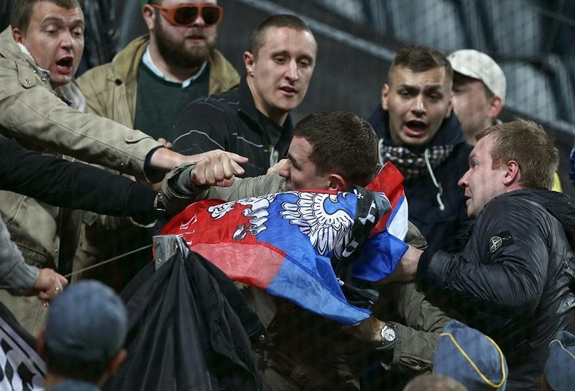 ФОТО:Шведы не дали россиянам развернуть на стадионе флаг ДНР