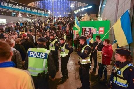 ФОТО: Драка на матче Швеция - Россия из-за флага «ДНР»