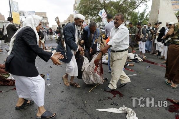 ФОТО: Смертник взорвал толпу демонстрантов в столице Йемена