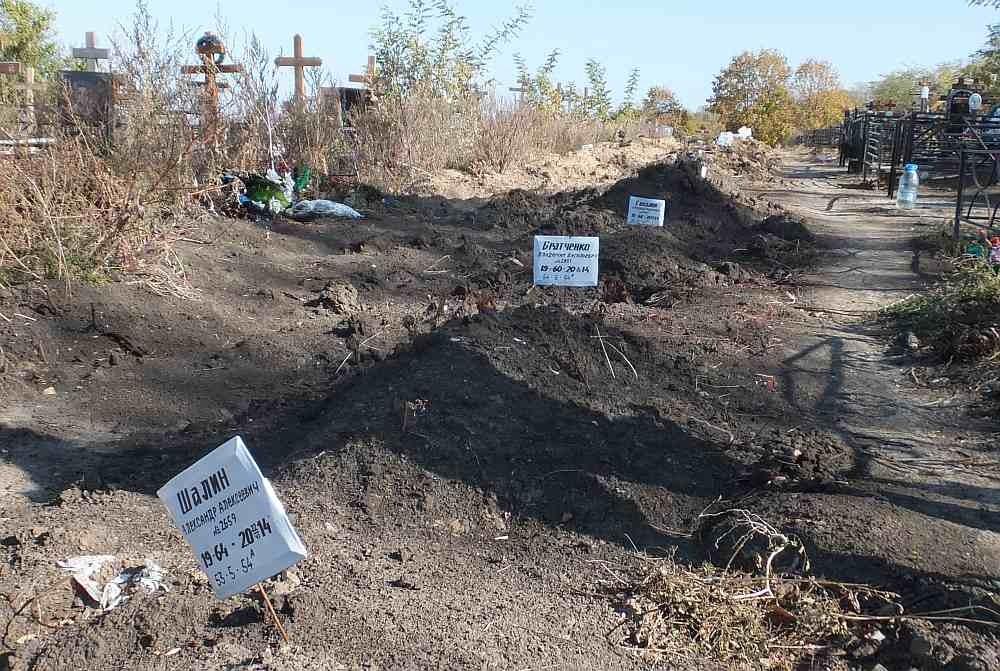 В Ростове появились новые безымянные могилы (ФОТО)