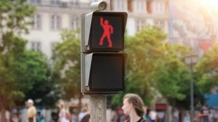 ФОТО: Необычный светофор с танцующими человечками
