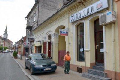 """ФОТО: В Сербии появились кафе """"Путин"""" и флаги """"Новороссии"""""""