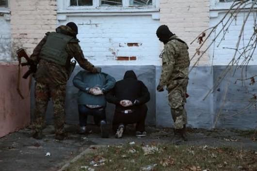 Вооруженные люди стараются оборвать деятельность ОИК 79 округа. ФОТО
