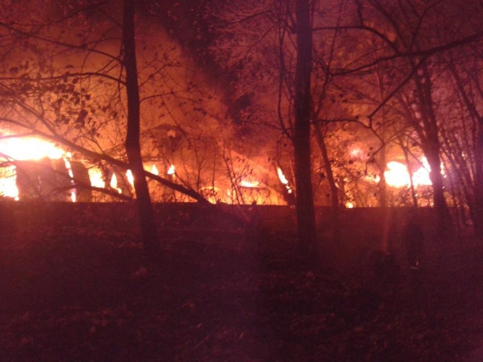 В Киеве стартовал пожар рядом с киностудией Довженко (ФОТО)