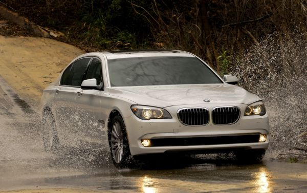 ФОТО: На каких машинах выезжают российские звезды