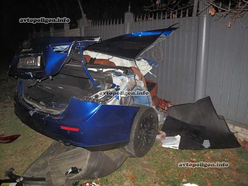 На Грушевского «Maserati» порвало на части (ФОТО)