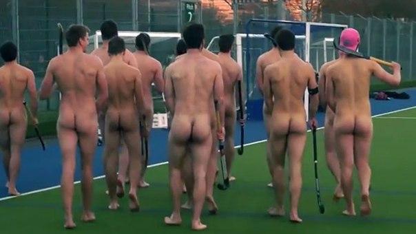 В Британии на поле вышли голые хоккеисты (ФОТО)