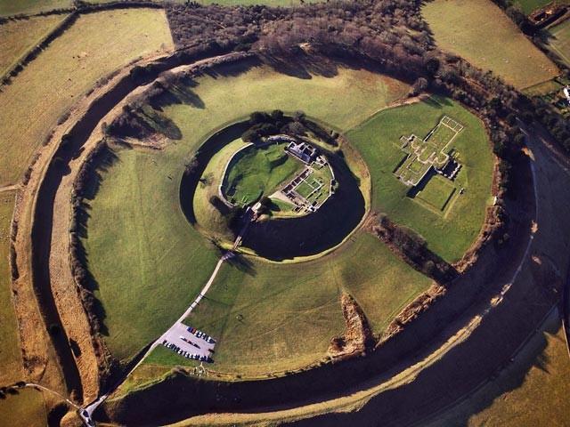 ФОТО: В Англии обнаружен гигантский замок короля Генриха I