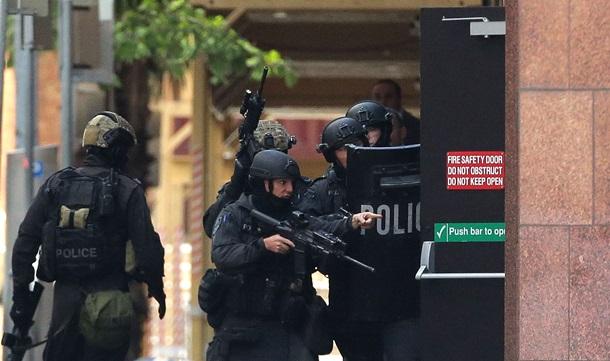 Известно кто захватил заложников в кафе Сиднея ВИДЕО+ФОТО