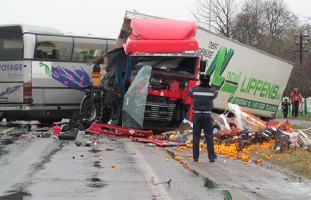 ВИДЕО,ФОТО: ДТП: Канистра встретилась с автобусом, есть убитые