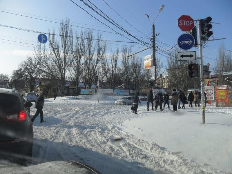 ФОТО: Одесситы в снежном плену: голод и обмороки