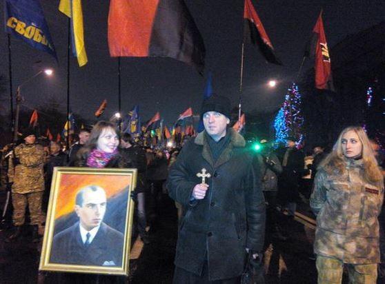 В Киева проходит факельное шествие в честь Бандеры (фото)