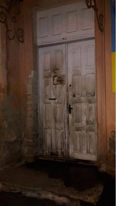 ФОТО: В Херсоне попытка поджога офиса фонда помощи ВСУ