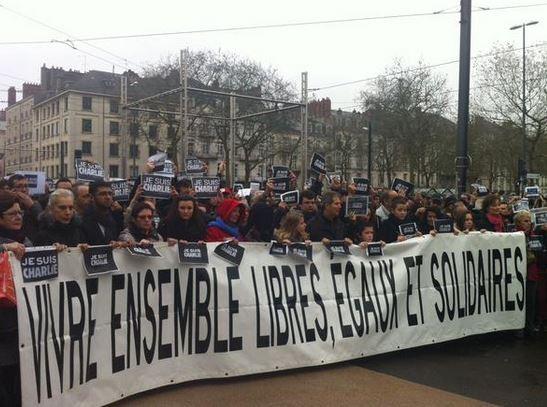 Во Франции прошли демонстрации в память о погибших (ФОТО)