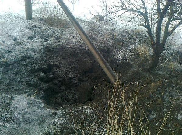 ФОТО: Боевики ДНР палят по Авдеевке, разрушена школа и дома