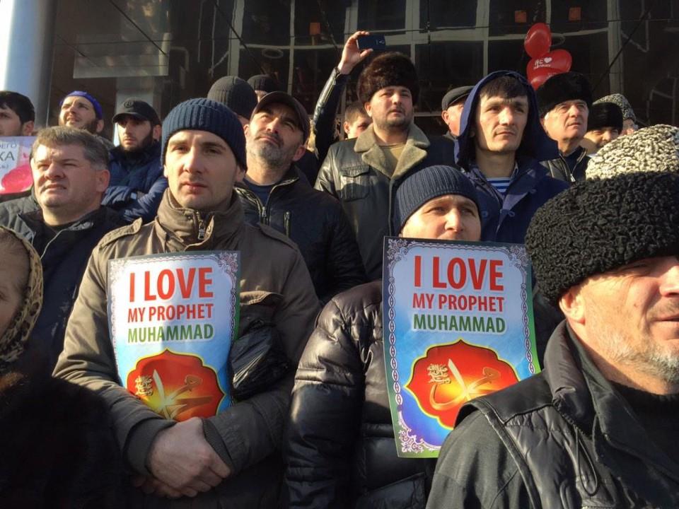 В Грозном проходит полумиллионный митинг против карикатур