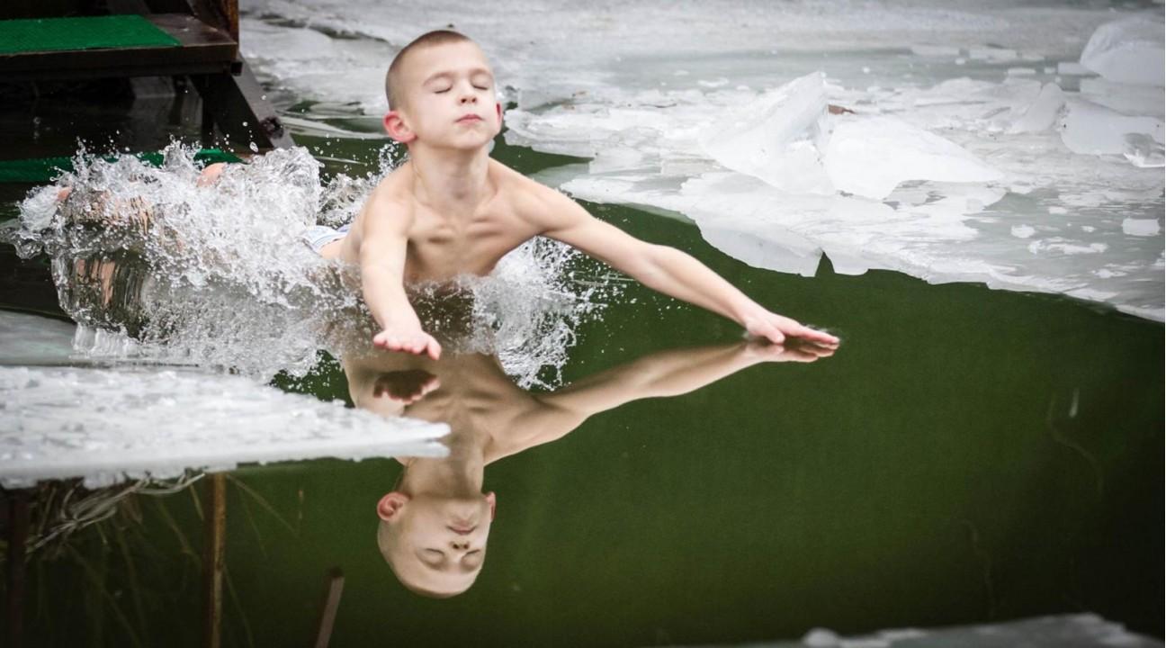 Кличко искупался в крещенской воде на Трухановом острове