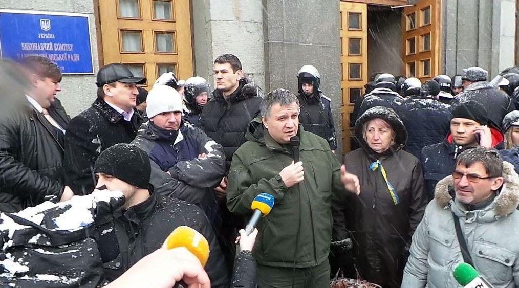 ФОТО: Пикет под горсоветом в Харькове перерос в драку