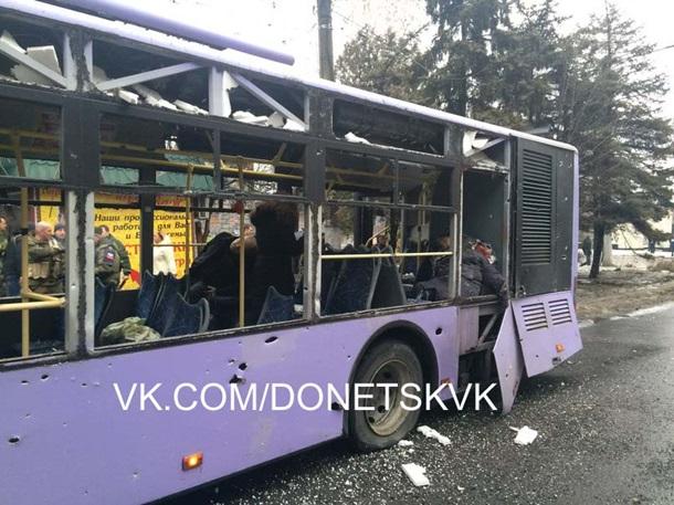 ВИДЕО: В Донецке обстреляли остановку, погибли 13 человек