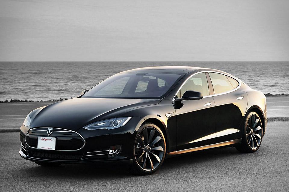 Tesla Model S P85D стала быстрейшим электромобилем в мире