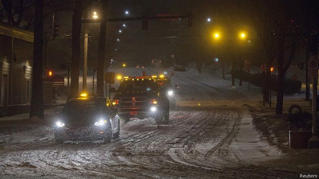 Наиболее ужасная оснеженная буря обездвиживала New-York и Бостон