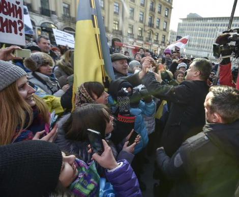 Порошенко выступил на митинге украинцев в Мюнхене (ФОТО)