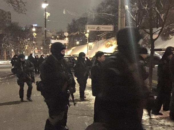 ФОТО: У Кабмина стреляли и дрались активисты и милиционеры