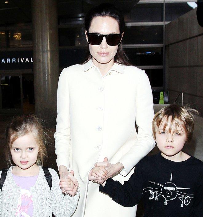 Анджелина Джоли показала подросших детей