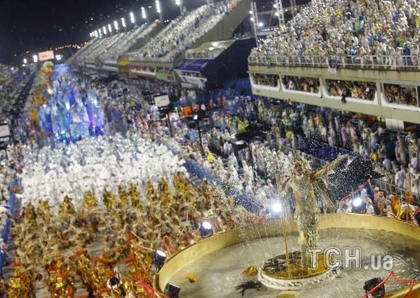 В Рио стартовал традиционный ежегодный карнавал (ФОТО)