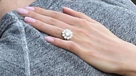 Никки Рид показала обручальное кольцо