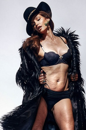 Синди Кроуфорд показала свое тело без фотошопа