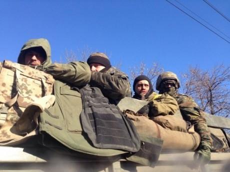 ФОТО: Силы АТО покидают Дебальцево