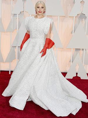 Lady Gaga пришла на «Оскар» с необычным аксесуаром