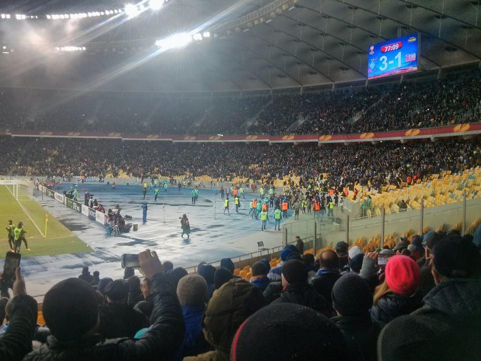 Матч Динамо - Генгам был остановлен (ФОТО)