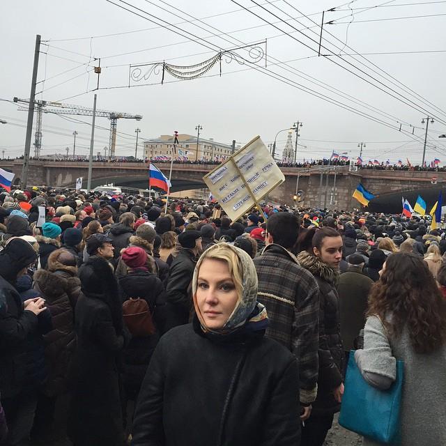 Рената Литвинова вышла на марш памяти Бориса Немцова (ФОТО)