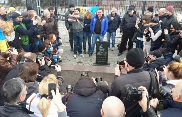 "В Киеве установили ""надгробие"" Путину (ФОТО, ВИДЕО)"