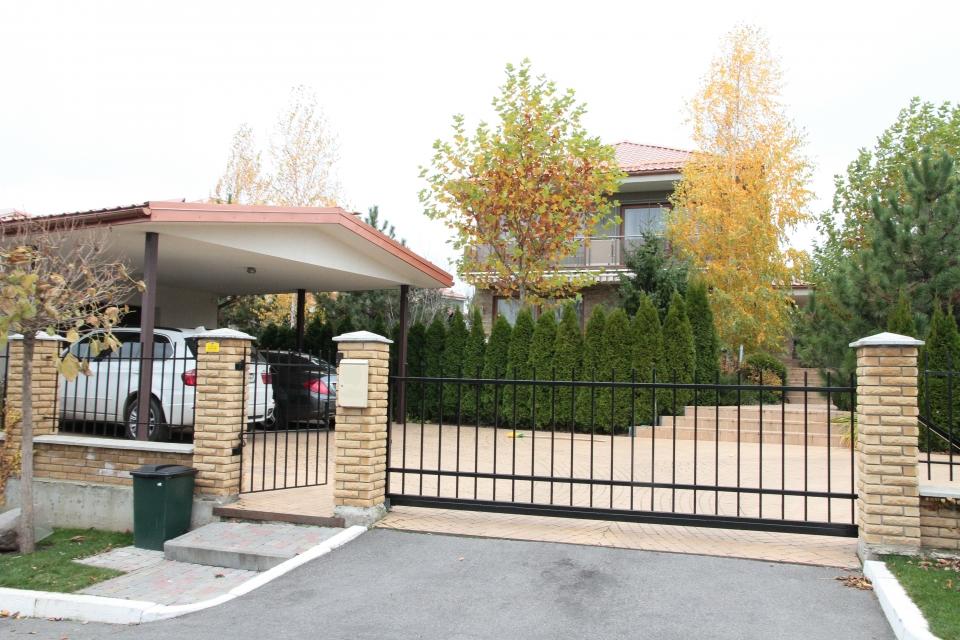 Зеленский живет в двухэтажном доме за 550 тыс долларов