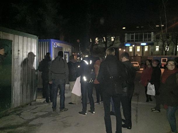 Активисты в Киеве перекрыли проспект Победы (ФОТО)